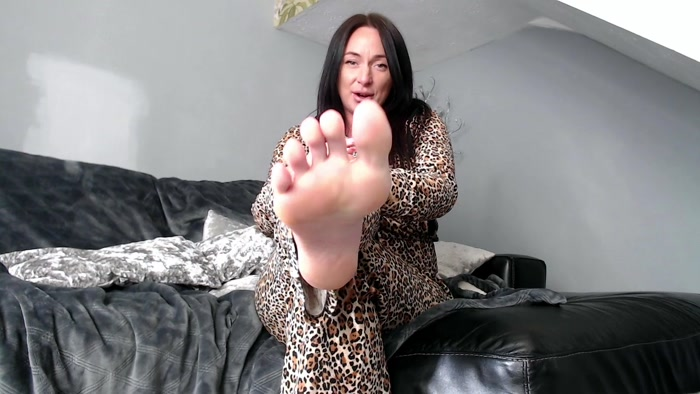 Goddess Danielle Lace - Under the bed foot freak