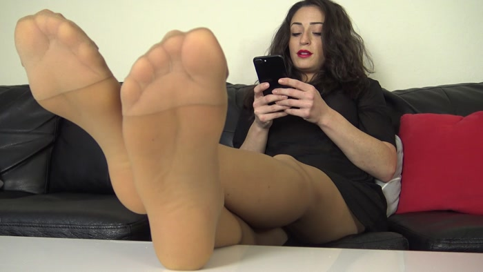 The Foot Fantasy - CLEO'S PANTYHOSE SOLES IGNORE