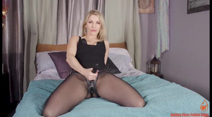 Ashley Fires - Open To New Things
