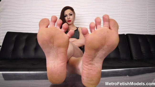 Metro Fetish Models - Mistress Isobel Gives You A Dose Of Her Dirty Feet